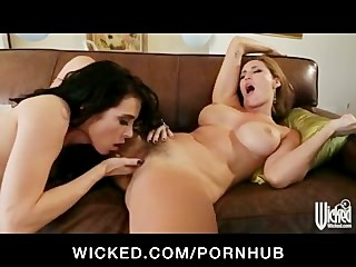 Smoking hot lesbians lick & fuck their pussies before the party